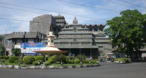 Monumen Pers Nasional (tampak depan)