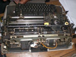 Mesin Ketik Listrik Merek IBM (nampak lebih dekat)