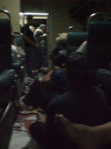 Ilustrasi Suasana Gerbong Kereta Penumpang