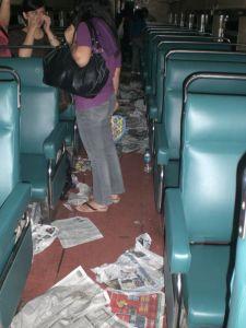 Sampah di Gerbong Penumpang Kereta Api