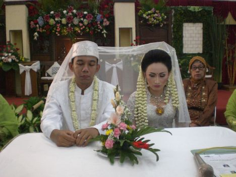 Pasangan Pengantin (Fuad-Istri)