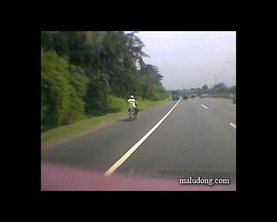 Hanya Orang Tolol Yang Naik Motor di Jalan Tol