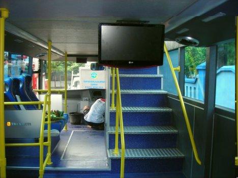 Bus Tingkat Solo Nampak Dalam Terlihat Tangganya (foto diperoleh dari Forum SkyscraperCity yg diambil dari FB Wiradat Anindito)