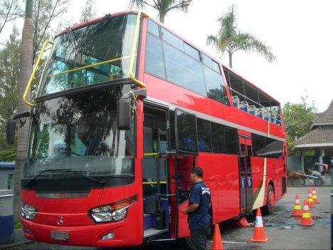 Bus Tingkat Solo Nampak Dari Luar (foto diperoleh dari Forum SkyscraperCity yg diambil dari FB Wiradat Anindito)