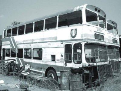 Bus Tingkat Solo Yang Telah Jadi Besi Tua (Rongsokan) - Seingatku terparkir di kawasan sumber