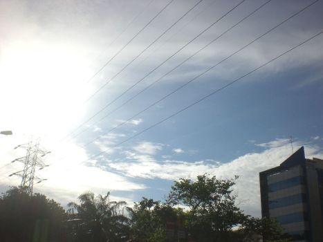 Awan yang terhalang kabel listrik3