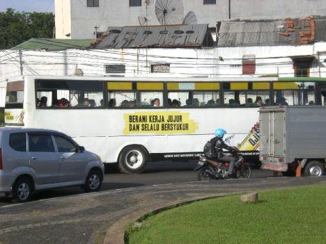 Status Bus Kota: Berani Kerja Jujur dan Selalu Bersyukur
