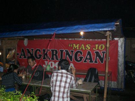 """Angkringan """"Mas Jo"""" di dekat Kampus ITB Bandung"""