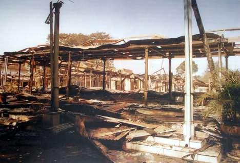 keratonsurakarta-puing kebakaran1985
