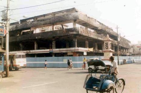 Matahari Singosaren Setelah Dibakar Saat Kerusuhan Mei 1998