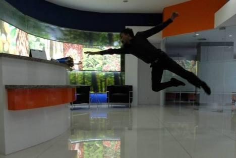 Levitasi Kantr terbang rendah