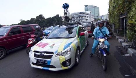 Mobil Google Street View di Tugu Tani