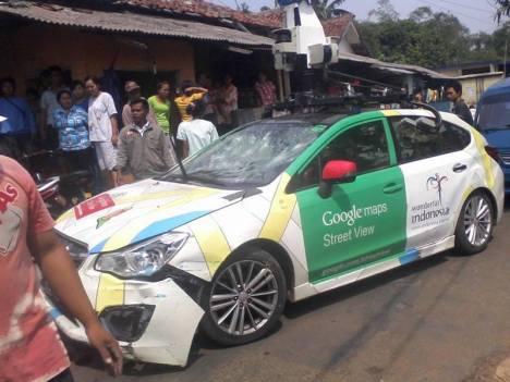 Mobil Google Street View nabrak Angkot di Bogor