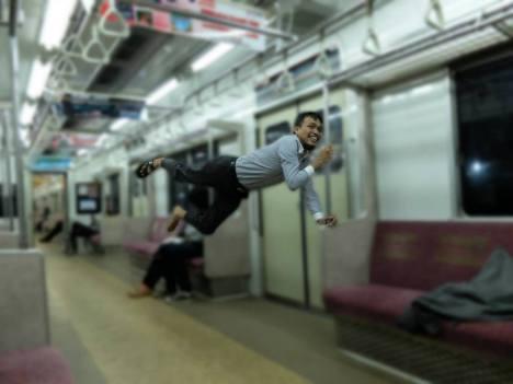 terbang di kereta