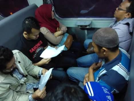 Pengumpulan Tanda Tangan Menolak Penghapusan PSO Kereta Api di Kereta Brantas 21 Desember 2014