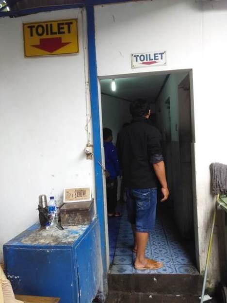 Toilet Stasiun Balapan (luar peron)