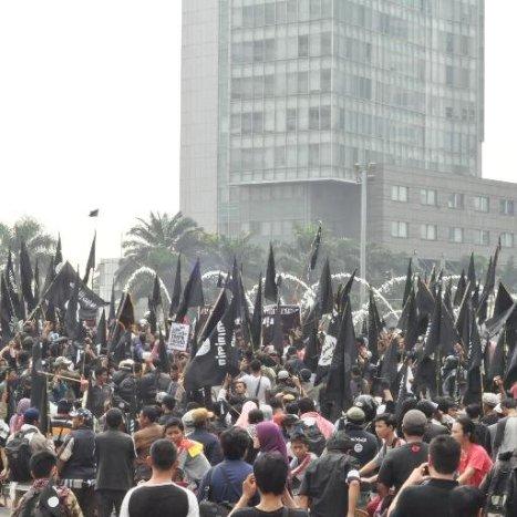 Aksi pendukung ISIS di bundaran HI (sumber: Kaskus)